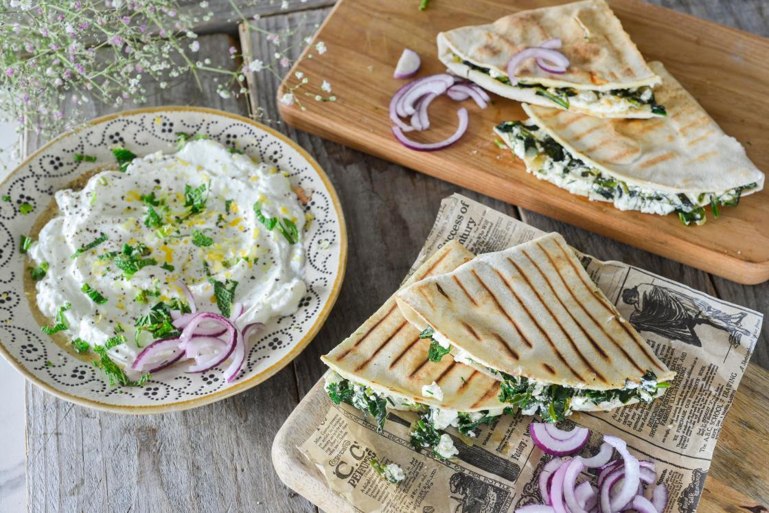 Spinati ja feta täidisega grillitud lamesaiad
